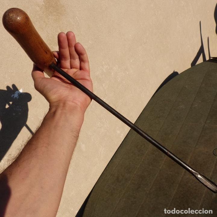 Antigüedades: Antigua barrena de forja con mango de madera, 43,5 x 28,5 cm - Foto 5 - 277643603