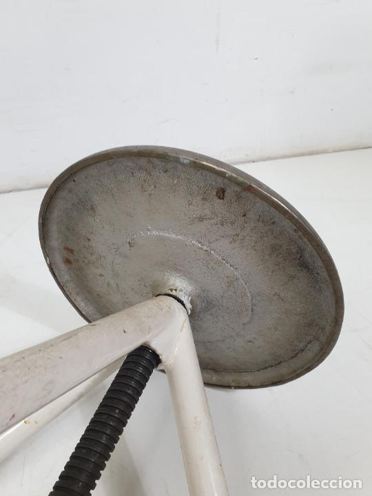 Antigüedades: Pareja de Taburetes Metálicos - Banquetas Regulables - de Consulta Medica - Medico, Farmacéutico - Foto 10 - 277680273
