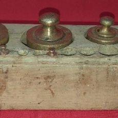 Antigüedades: ANTIGUO JUEGO DE PESAS DE BRONCE. Lote 277691328