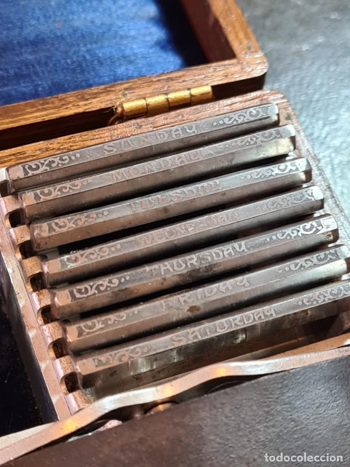 Antigüedades: Magnífica maquinilla de afeitar WILKINSON, con 7 cuchillas, una para dia de la semana, original. - Foto 3 - 278163603