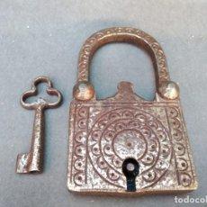 Antigüedades: ANTIGUO CANDADO HECHO A MANO, ENVÍO GRATIS. Lote 278188653