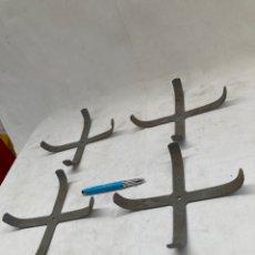 Antigüedades: DOS PAREJAS,SOPORTES DE PLATOS,BASCULA ANTIGUA!. Lote 278195708