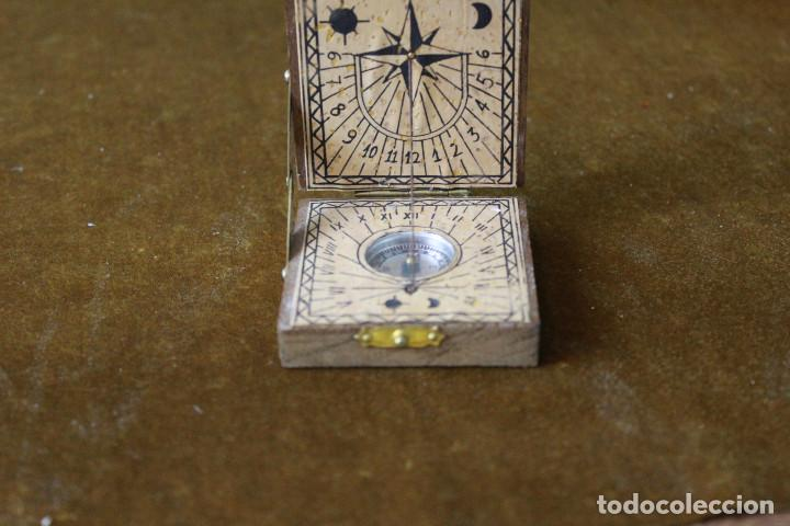 Antigüedades: Brujula en pequeña caja de madera. - Foto 2 - 278234803