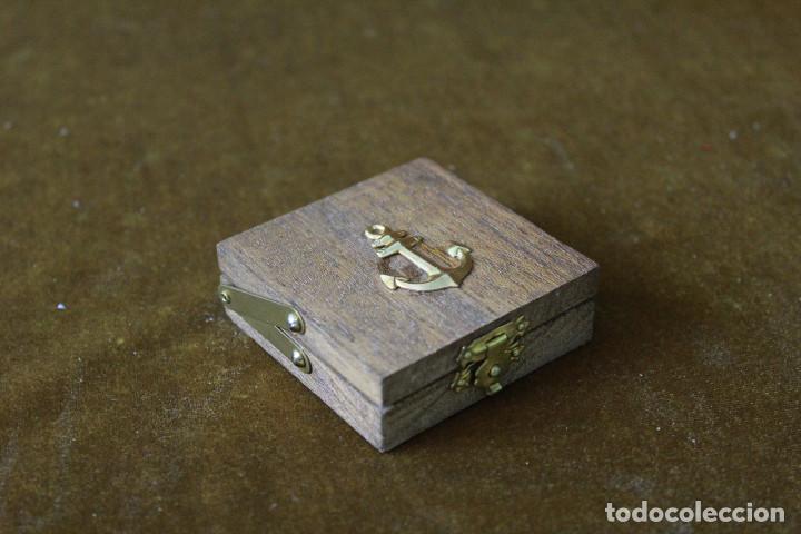 Antigüedades: Brujula en pequeña caja de madera. - Foto 3 - 278234803
