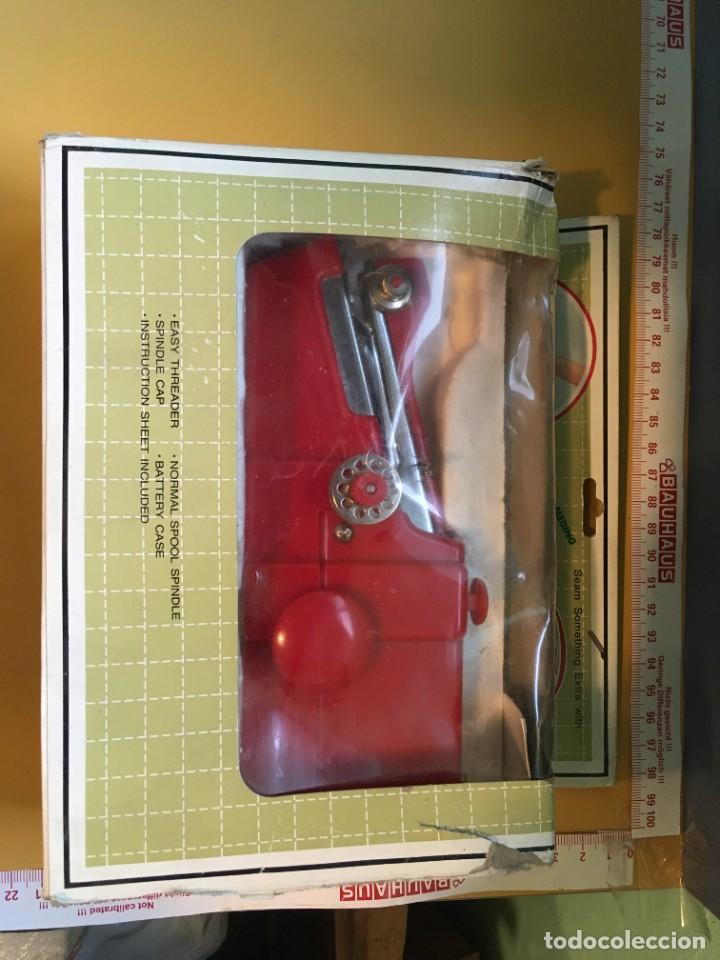 Antigüedades: Máquina de coser portatil - Foto 3 - 278364563