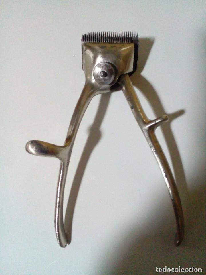 ANTIGUA MAQUINILLA CORTAPELO FRANCESA G.V - LA COUPE - FRANCE - LE COIFFEUR (Antigüedades - Técnicas - Barbería - Maquinillas Antiguas)