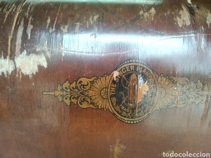 Antigüedades: TAPA MAQUINA COSER SINGER. - Foto 21 - 278430843