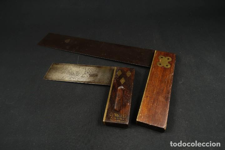 LOTE DOS ANTIGUAS ESCUADRAS INGLESAS DE HIERRO MADERA Y BRONCE (Antigüedades - Técnicas - Herramientas Profesionales - Carpintería )