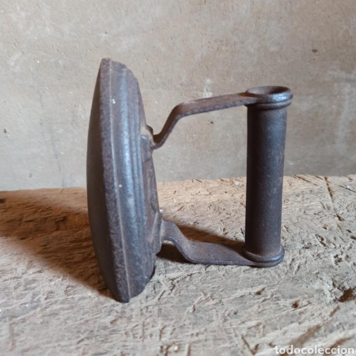 Antigüedades: Antigua plancha de hierro base curva N° 3 - Foto 3 - 278576033
