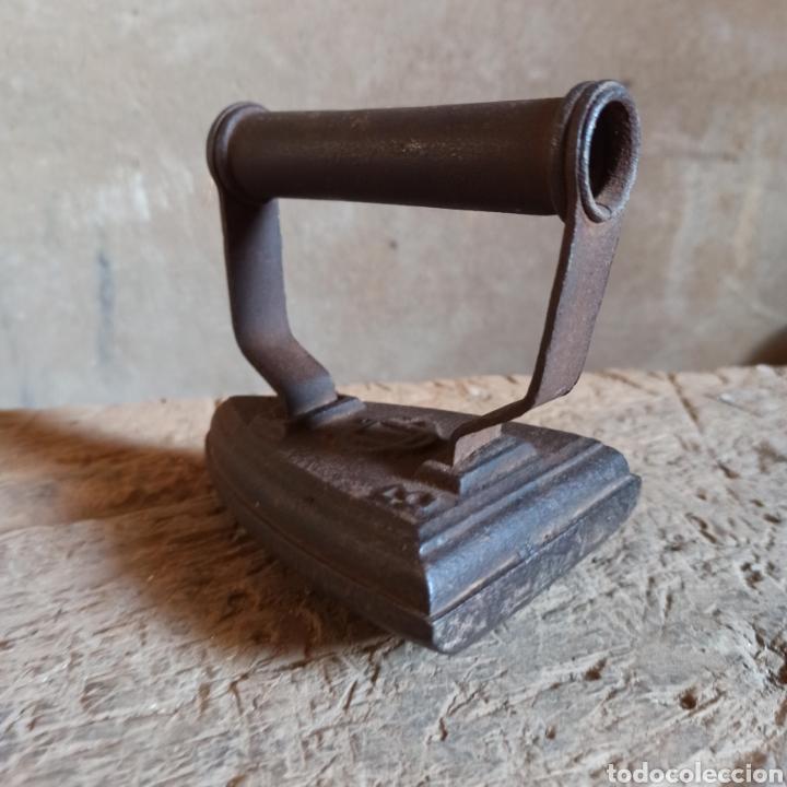 Antigüedades: Antigua plancha de hierro base curva N° 3 - Foto 6 - 278576033
