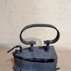 Antigüedades: ANTIGUA PLANCHA DE CARBÓN DE HIERRO COLADO. Lote 278936213