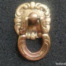 Antigüedades: UN TIRADOR DE LATON ESTILO VINTAGE, PARA CAJÓN, CÓMODA O SIMILAR,. Lote 278944353