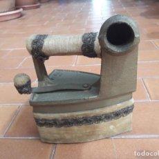 Antigüedades: PRECIOSA Y ANTIGUA PLANCHA DE CARBÓN EN MUY BUENAS CONDICIONES!!. Lote 279420943