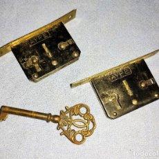 Antigüedades: DOS CERRADURAS MARCA AYPE CON SU LLAVE FUNCIONAN CORRECTAMENTE. Lote 279511663