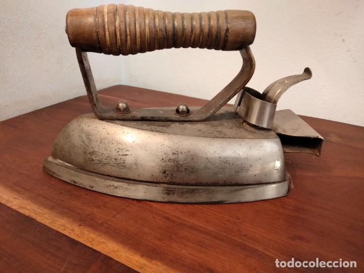 PLANCHA ILMAN - LA INDUSTRIAL ELECTRICA- AÑOS 60 HIERRO COLADO VITORIA (Antigüedades - Técnicas - Planchas Antiguas - Eléctricas)