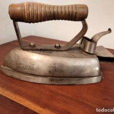 Antigüedades: PLANCHA ILMAN - LA INDUSTRIAL ELECTRICA- AÑOS 60 HIERRO COLADO VITORIA. Lote 201671777