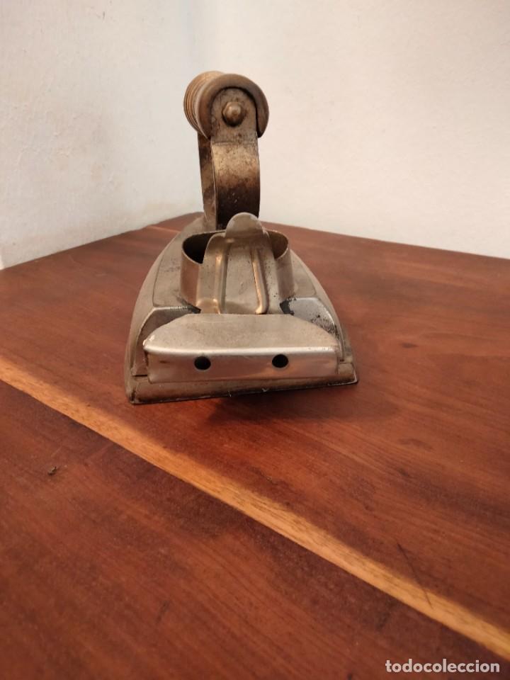 Antigüedades: Plancha Ilman - La Industrial electrica- años 60 Hierro colado Vitoria - Foto 4 - 201671777