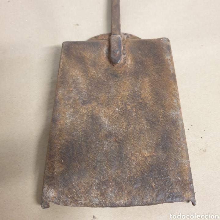 Antigüedades: Pinzas tenazas y pala de hierro forjado para brasero o fuego bajo - Foto 5 - 280377633