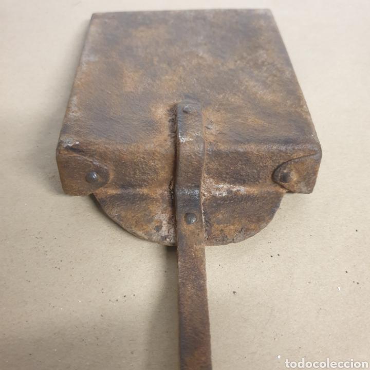 Antigüedades: Pinzas tenazas y pala de hierro forjado para brasero o fuego bajo - Foto 4 - 280377633