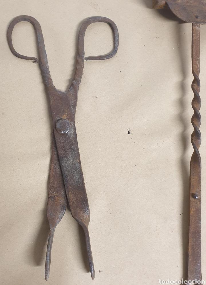 Antigüedades: Pinzas tenazas y pala de hierro forjado para brasero o fuego bajo - Foto 7 - 280377633