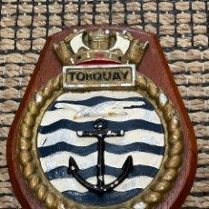 Antigüedades: METOPA DEL HMS TORQUAY FRAGATA ROYAL NAVY-1954. Lote 280394618