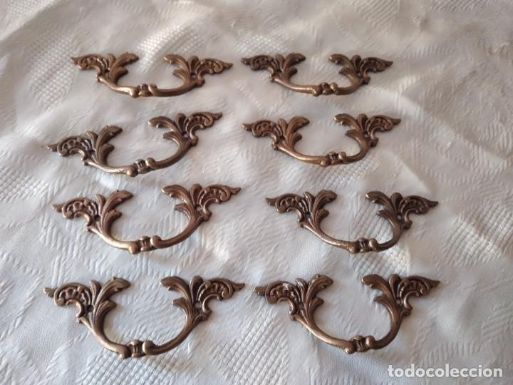 Antigüedades: Lote de 8 tiradores de bronce, muy decorativos y funcionales. - Foto 2 - 280730798