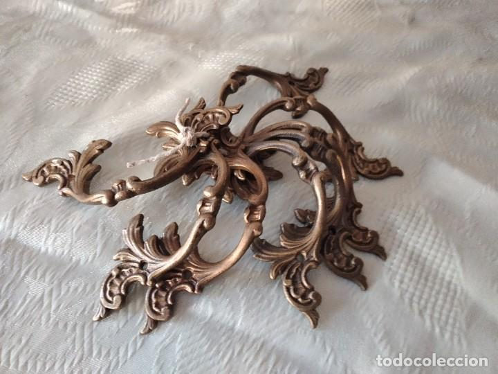 Antigüedades: Lote de 8 tiradores de bronce, muy decorativos y funcionales. - Foto 6 - 280730798
