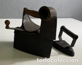 ANTIGUA PLANCHA DE CARBÓN Y PLANCHA DE HIERRO (Antigüedades - Técnicas - Planchas Antiguas - Carbón)