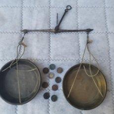 Antigüedades: MUY ANTIGUA Y BONITA BALANZA DE PRECISION S XIX + PESAS: 9 MONEDAS DE UN GRAMO 1 CENTIMO DE 1870. Lote 280433058