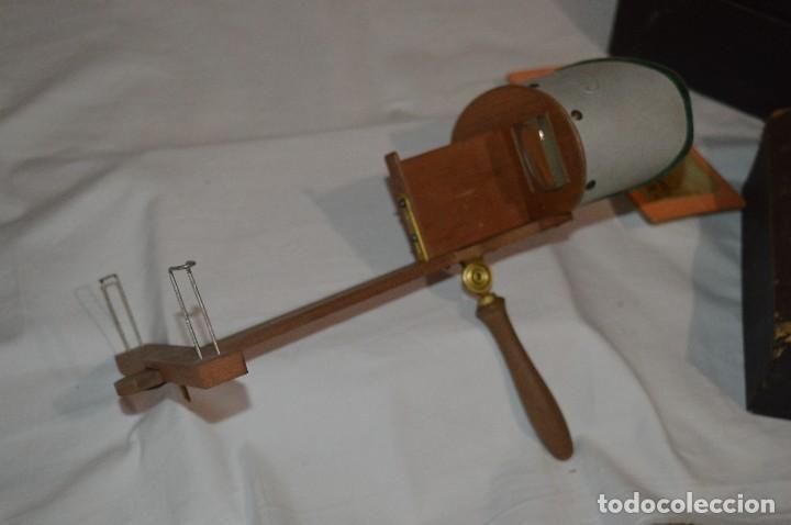 Antigüedades: Antiguo/vintage / Visor Estereoscópico + 2 VISTAS / En caja - ¡Funcionando, estado IMPECABLE, MIRA! - Foto 3 - 284365088