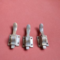 Antigüedades: 3 TIRADORES PARA ALACENA VINTAGE. Lote 284486163
