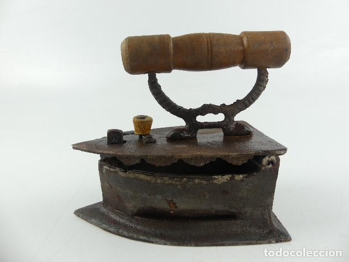 ANTIGUA PLANCHA DE CARBÓN HIERRO FORJADO OBJETO SOLO DE DECORACION (Antigüedades - Técnicas - Planchas Antiguas - Varios)