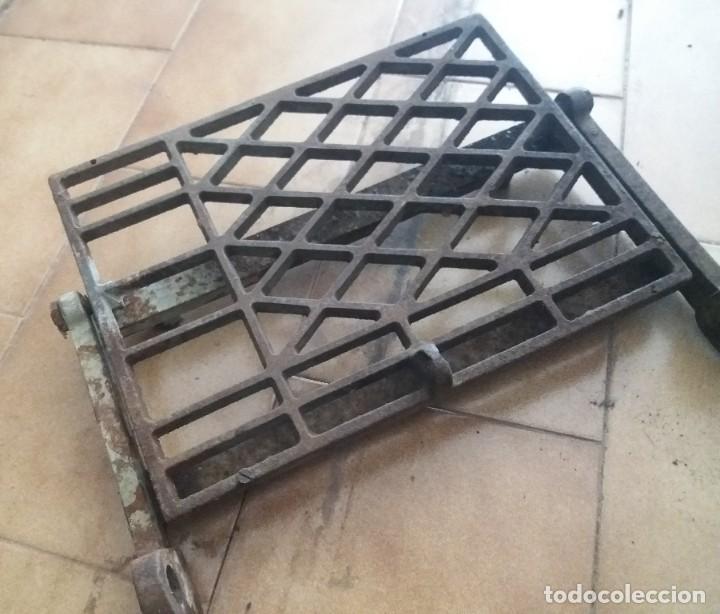 Antigüedades: Antiguo pie, pedal de máquina de coser. De fundición. Marca Refrey. Vigo. Dificil. - Foto 4 - 284725663