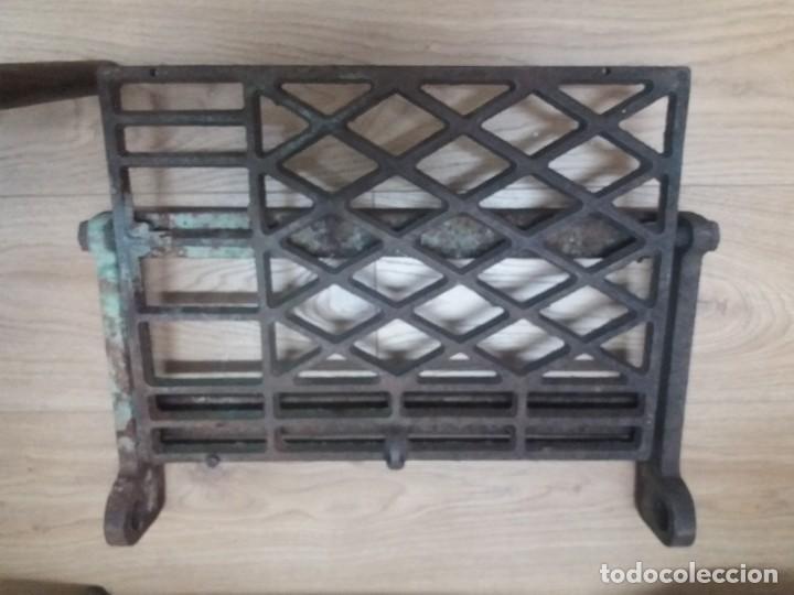 Antigüedades: Antiguo pie, pedal de máquina de coser. De fundición. Marca Refrey. Vigo. Dificil. - Foto 5 - 284725663
