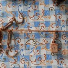 Antigüedades: BALANZA ROMANA COMPLETA SIGLO XIX MARCAS EN EL PESO DE HERRERO 50 CENTÍMETROS. Lote 285069298