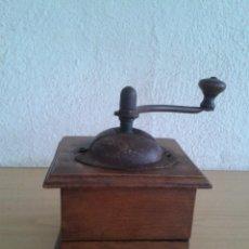 Antigüedades: MOLINILLO DE CAFE ANTIGUO MADERA HIERRO SIN MARCA. Lote 285119618