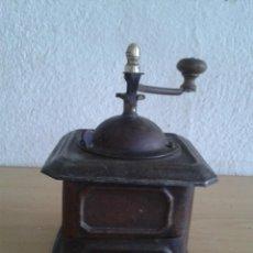 Antigüedades: MOLINILLO DE CAFE ANTIGUO EN CHAPA SIN MARCA. Lote 285121463