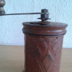 Antigüedades: MOLINILLO CAFE CILINDRICO CHAPA MARCA SOL. Lote 285127093