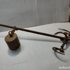 Antigüedades: ANTIGUA BALANZA ROMANA 3 GANCHOS,PESO RARO ARTESANAL SIGLO XIX. Lote 285237563