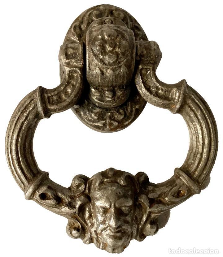 Antigüedades: Llamador, aldaba gótica de hierro forjado. Siglo XV. Restaurada. Señor, diablo, lucifer. 25x15x14 - Foto 2 - 286001758