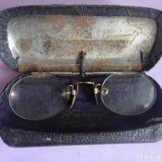 Antigüedades: ANTIGUAS GAFAS LECTURA, CON SU FUNDA , VER FOTOS. Lote 286311268