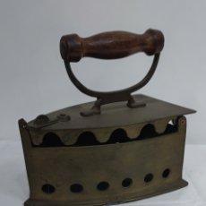 Antigüedades: PLANCHA DE CARBÓN DE LATÓN. Lote 286334093
