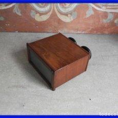 Antigüedades: ANTIGUO ESTEROSCOPIO DE MADERA DE CAOBA FUNCIONA BIEN. Lote 286706573