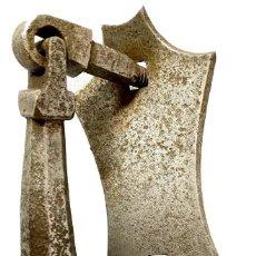 Antigüedades: LLAMADOR, ALDABA GÓTICA DE HIERRO FORJADO. SIGLO XV. RESTAURADA. FÁLICO, MARTILLO. 24X18X8. Lote 286816398