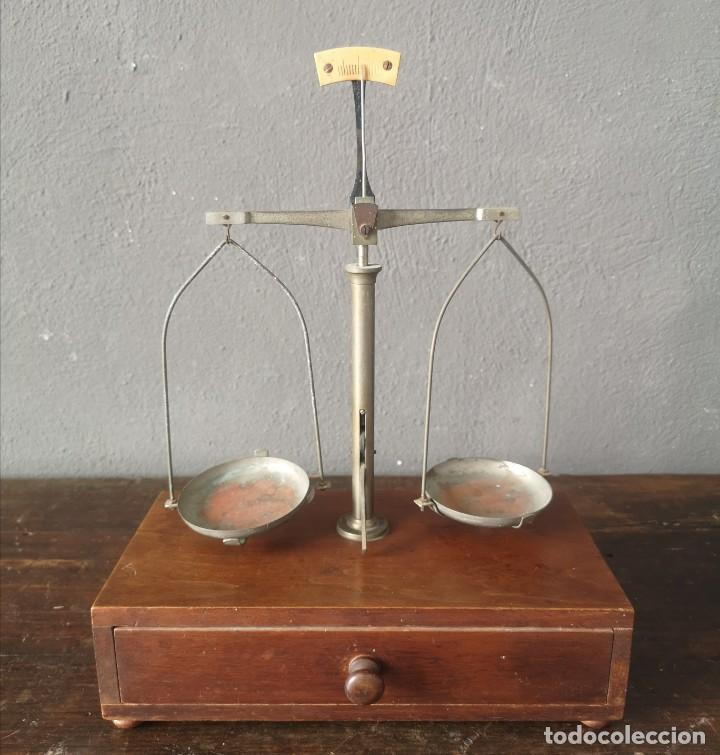 ANTIGUA BALANZA DE PRECISION PARA FARMACIA EN CAJA PORTATIL DE MADERA AÑOS 20 (Antigüedades - Técnicas - Medidas de Peso - Básculas Antiguas)