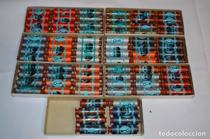 Antigüedades: 80 BOBINAS de HILO antiguas, sin uso / Muchos COLORES - DMC / DOLLFUS MIEG & CIE Paris -- Lote 01 - Foto 2 - 286870878