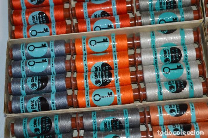 Antigüedades: 80 BOBINAS de HILO antiguas, sin uso / Muchos COLORES - DMC / DOLLFUS MIEG & CIE Paris -- Lote 01 - Foto 5 - 286870878