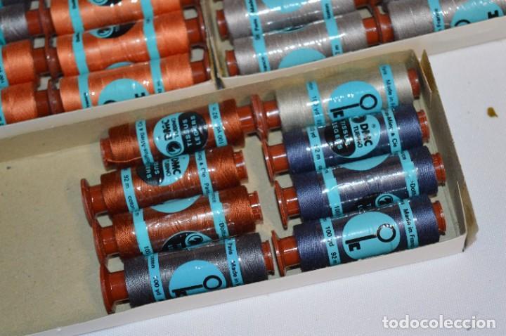 Antigüedades: 80 BOBINAS de HILO antiguas, sin uso / Muchos COLORES - DMC / DOLLFUS MIEG & CIE Paris -- Lote 01 - Foto 10 - 286870878