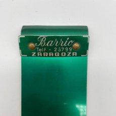 Antigüedades: ANTIGUO SUJETA PAPELES PUBLICIDAD TALLERES BARRIO ZARAGOZA. Lote 286911888
