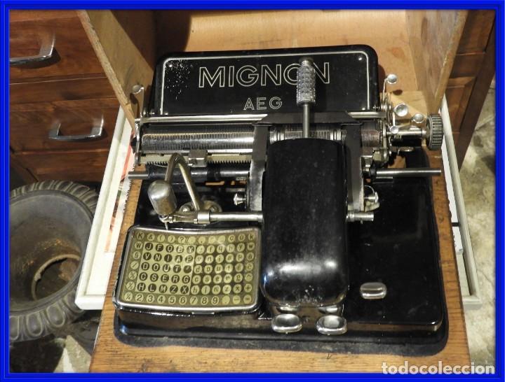 ANTIGUA MAQUINA DE ESCRIBIR AEG MIGNON CON SU CAJA DE MADERA (Antigüedades - Técnicas - Máquinas de Escribir Antiguas - Mignon)
